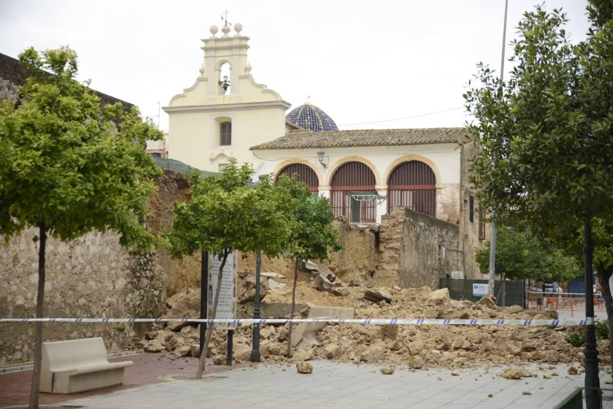 Las fuertes lluvias derriban parte del muro del Patio de Los Silos de Burjassot