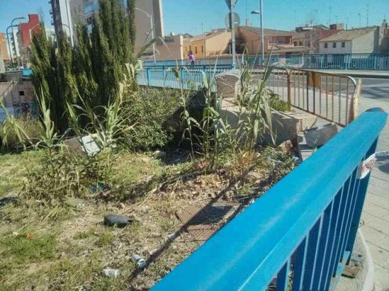 El partido político POBLE pide la reparación de la barandilla del barranco de Catarroja