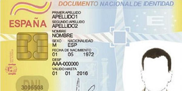 Poble denuncia les cues i la falta d'organisació per a l'expedició del DNI en Catarroja