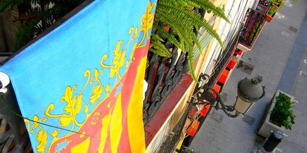 Poble Democràtic lanza una campaña para que todos los valencianaos llenen sus balcones con 'Reales Senyeras'